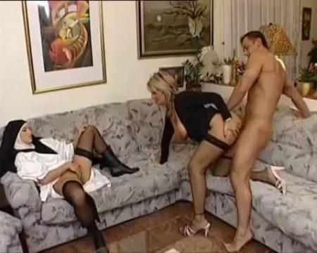 монашку толпой порно.