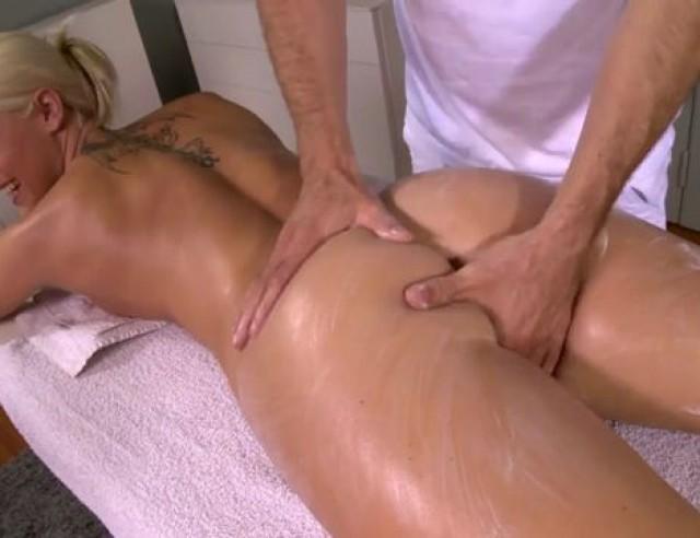 blowjob i bilen massage frederiksværk